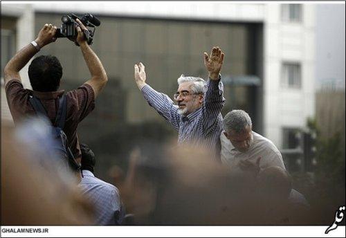 راهپیمایی میلیونی طرفداران موسوی و کروبی در اعتراض به انتخابات